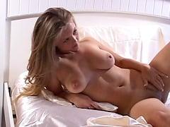 Dawson nackt Samantha  Lone yachtswoman