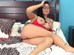 In her glasses this nerdy hottie looks adorable as she cums