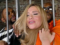 Hot Top Giving Blowjo To Inmates