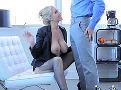 Milf looks stunning as she bounces on his dick
