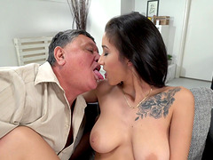 Tattooed babe Darcia Lee agrees to bang with an older guy