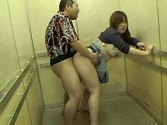 Порно приставание в лифте