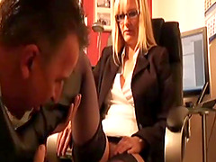 Chef fickt vollbusige Sekretärin