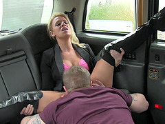 Dirty couple has sex in the back of the cab to get a free fare