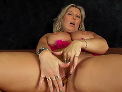 Solo mature Gitte spreads her legs and plays with her horny twat