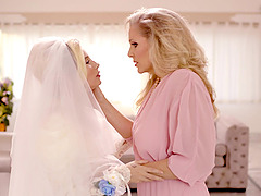 Erotic lesbian sex before the wedding - Julia Ann and Carolina Sweets