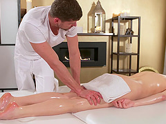 Oiled model Francesca DiCaprio gets a massage with happy ending